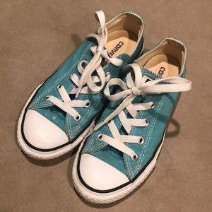 Size 1 converse